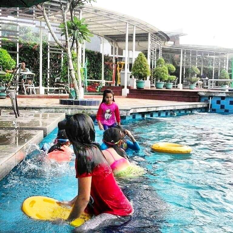 Binong 1 Residence kolam renang di Karawaci Tangerang