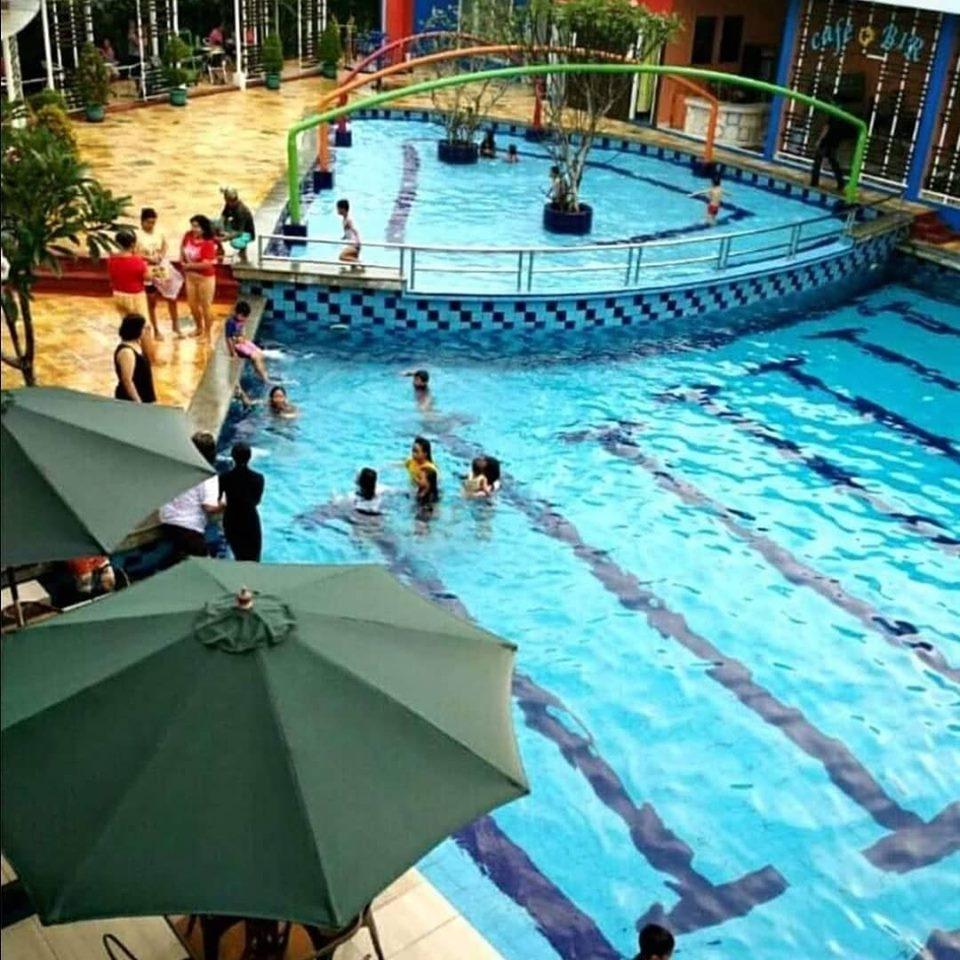 berenang di Binong 1 Residence